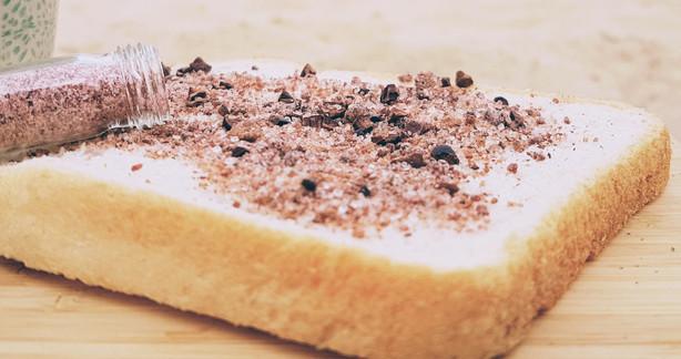 Schoko-Kirsch-Dip auf dem Butterbrot
