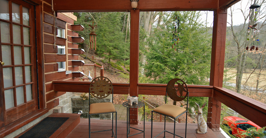 Front Deck Sitting Area