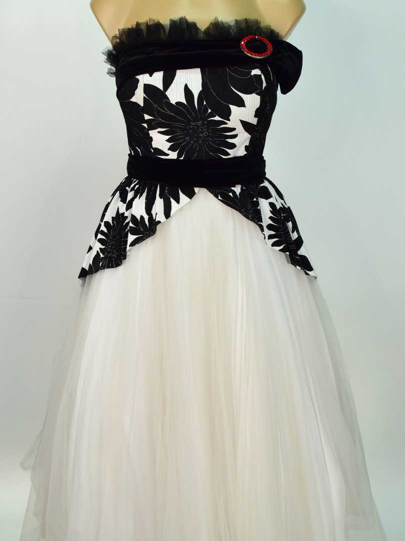B&W 50s dress.JPG