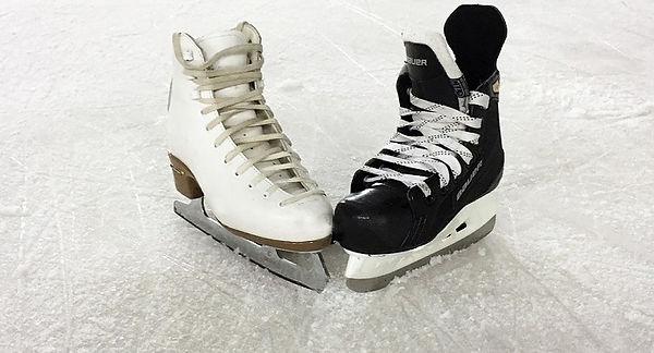 glace-patins-de-femme-et-d-homme-Photo-A