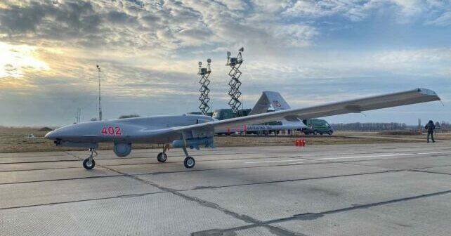 """Lenkai ginkluojasi Turkiškais """"Bayrakar TB2"""" dronais"""