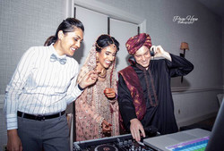 bride+groom hanging with their dj ;)