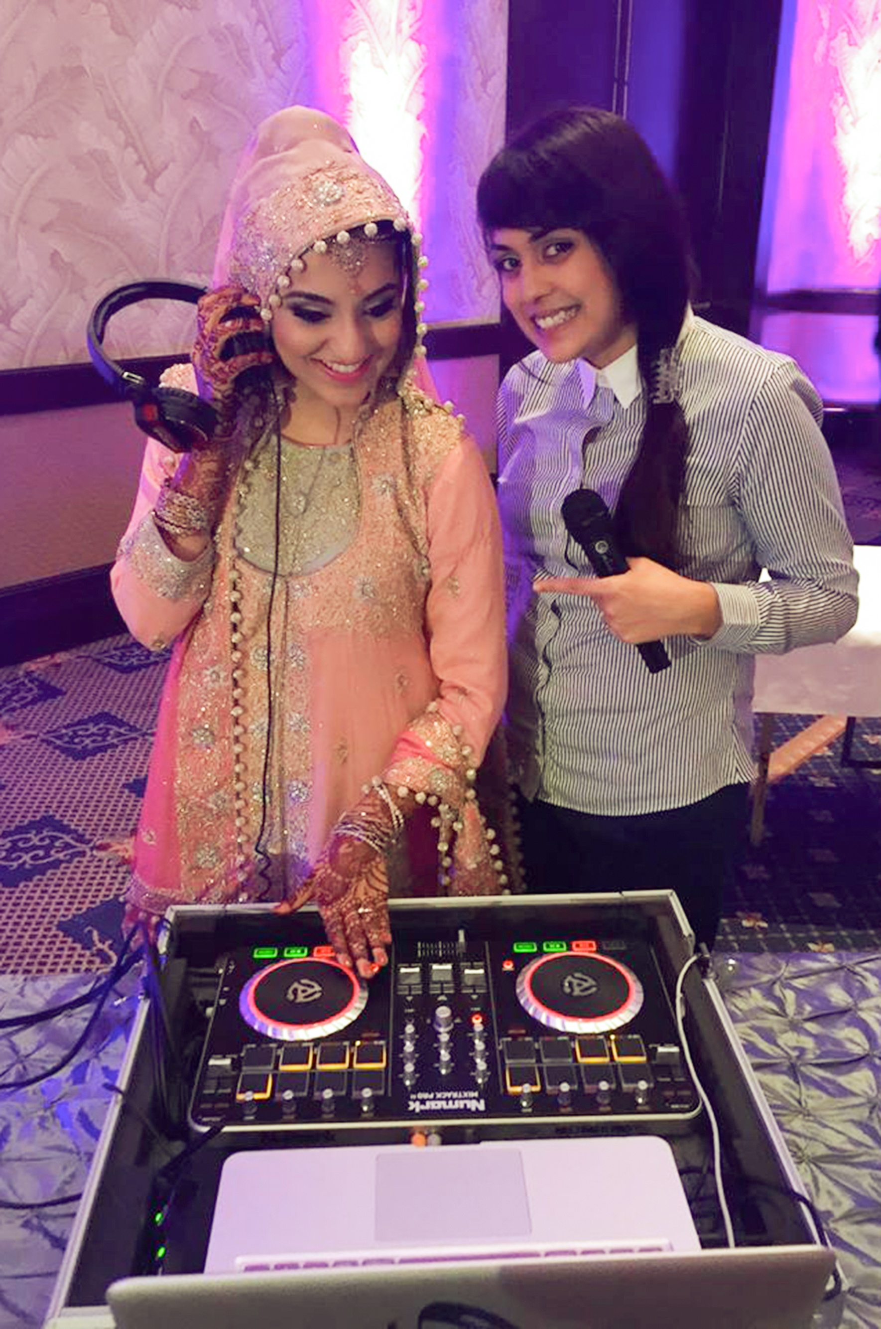 the bride and her dj ;)