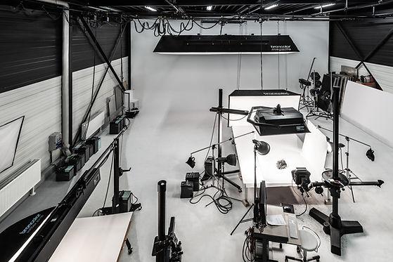 Innenaufnahme der Halle für Videoproduktionen und Fotoshootings der Werbefotografie Blühdorn GmbH Fellbach Stuttgart.