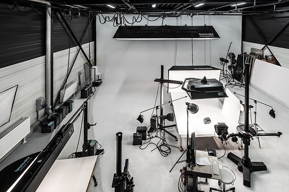 Innenaufnahme des Fotostudios und der Produktionshalle der Werbefotografie Blühdorn GmbH Fellbach Stuttgart.