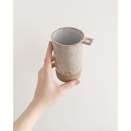 Vase with square handle