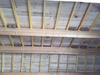 Installation suite charpente et couverture de nids d'hirondelles