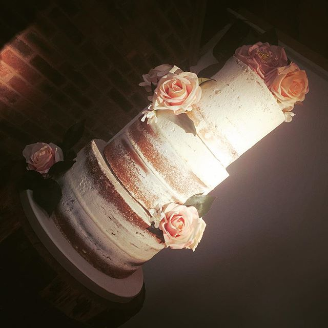 NAKED #weddingcake #cake #cakedecorating #caked #cakeshop #libbygcakes #altrincham #cakemakers #ukca