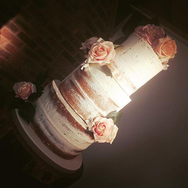 NAKED #weddingcake #cake #cakedecorating #caked #cakeshop #libbygcakes #altrincham #cakemakers #ukca