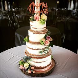 Congratulations Mr & Mrs Reynolds _tina_leung_x #seminakedcake #wedding #weddingcake #colshawhall _c