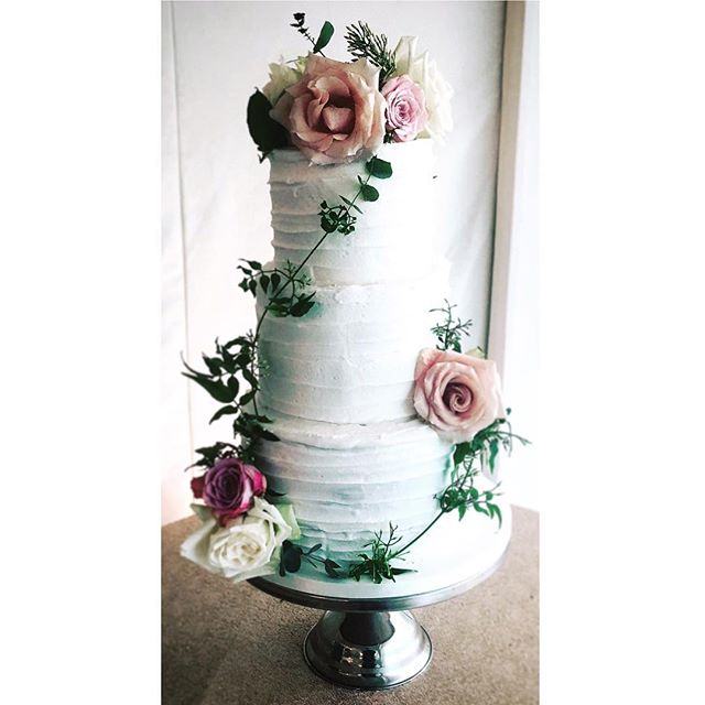 #pretty #weddingcake #wedding #flowers #cakemakers #cakeshop #altrincham #hale #cheshire #wedding #r