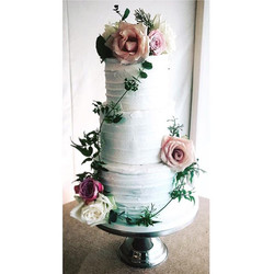 #pretty #weddingcake #wedding #flowers #cakemakers #cakeshop #altrincham #hale #cheshire #wedding #r