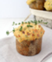 Tomato and spinach muffins with thyme in