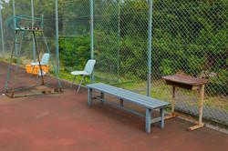 コート脇のベンチ、審判台