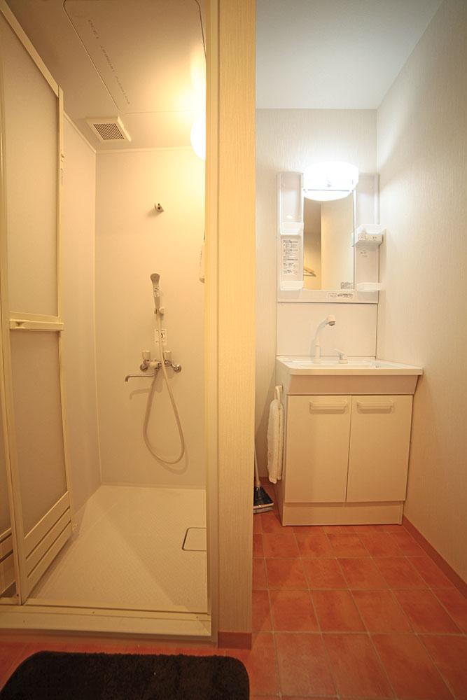 シャワールーム完備