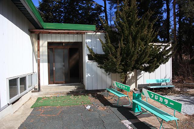 入り口・喫煙所
