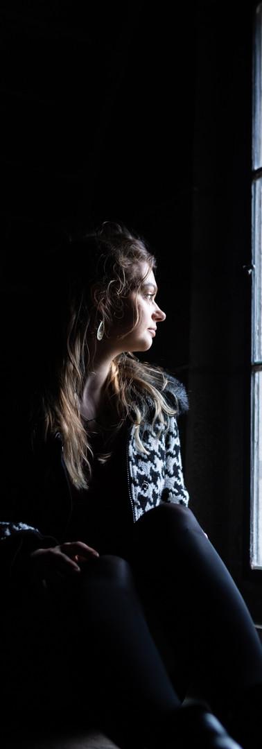 Regard à travers la fenêtre