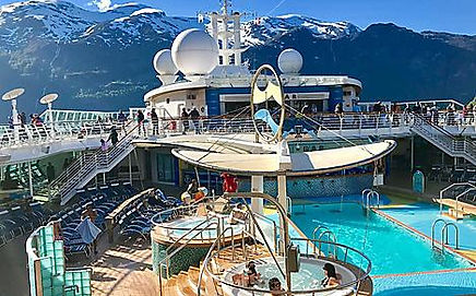 serenade-of-the-seas-pool-alaska-backgro