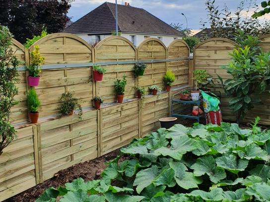 Un peu de jardinage.