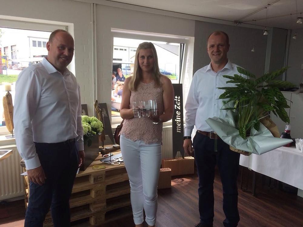 von links: Ansgar Engemann (UrbanStahl), Sandra Ihmor (Vorsitzende Gewerbeverein) und Marc Laudage (UrbanStahl)