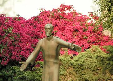 Jesus statue02 4-19-08 ret.jpg