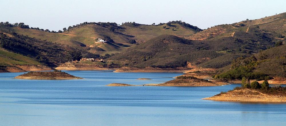 Barragem_de_Santa_Clara_Alentejo_(2264826229).jpg