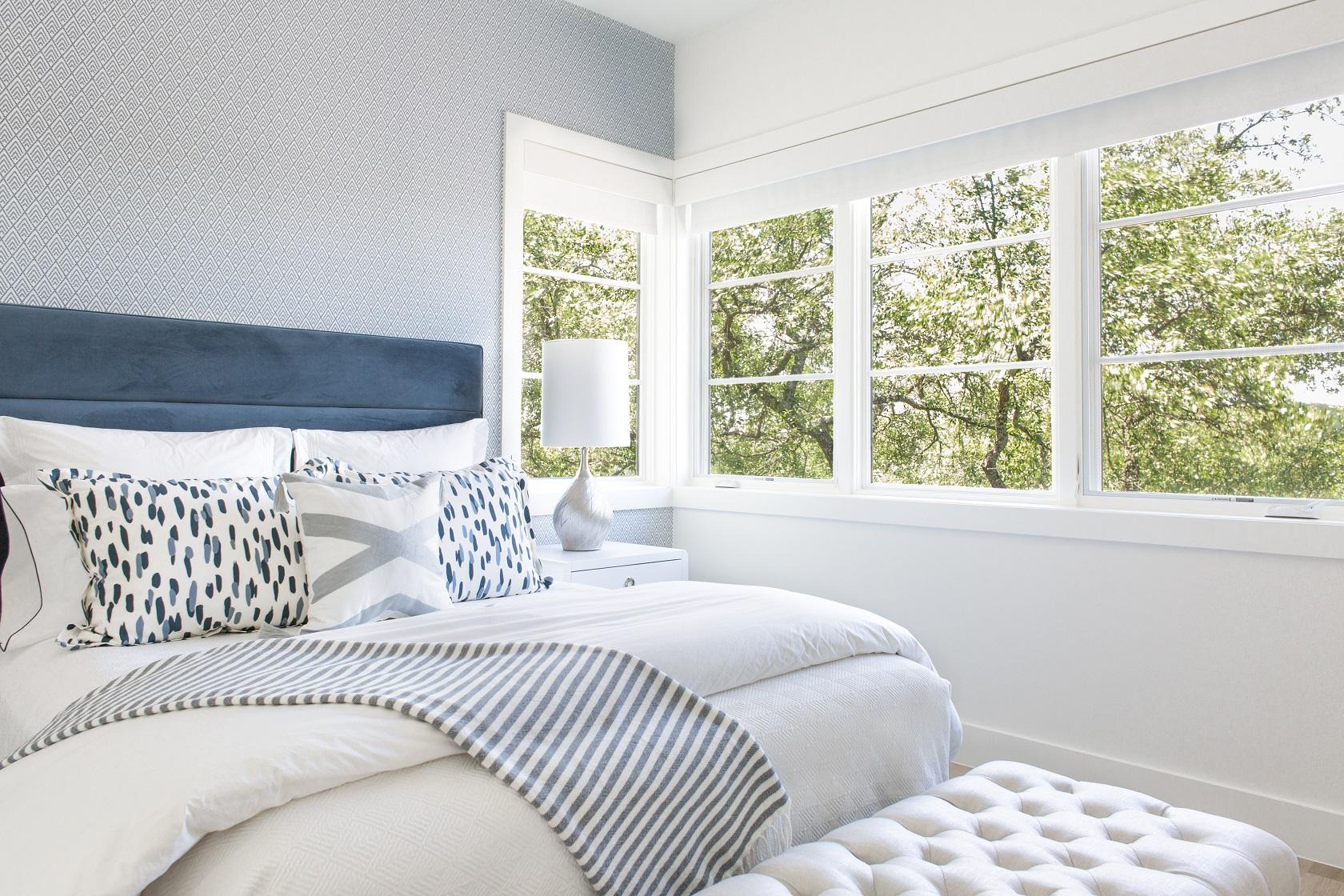 lake-austin-residence-master-bedroom
