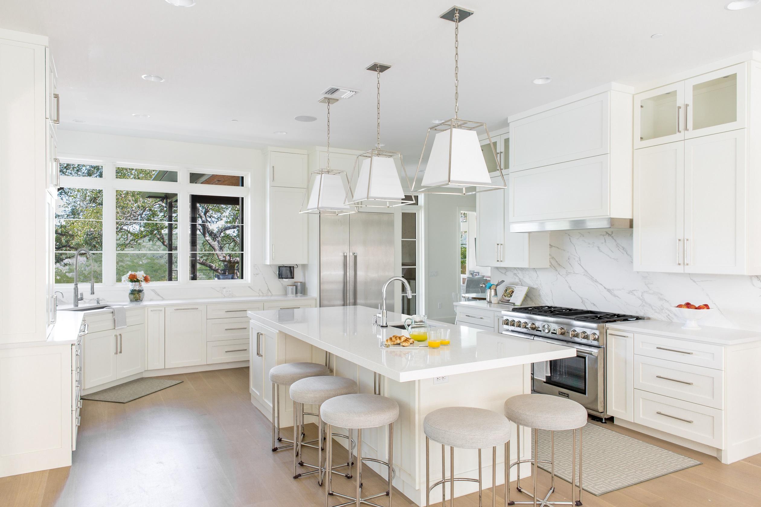lake-austin-residence-kitchen-dining