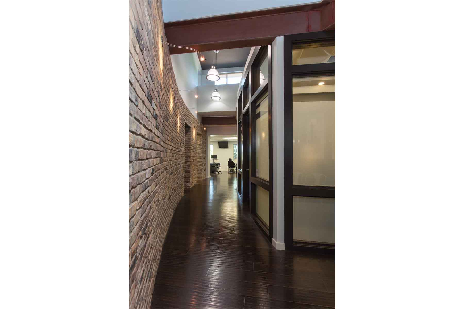 moody-orthodontics-walkway