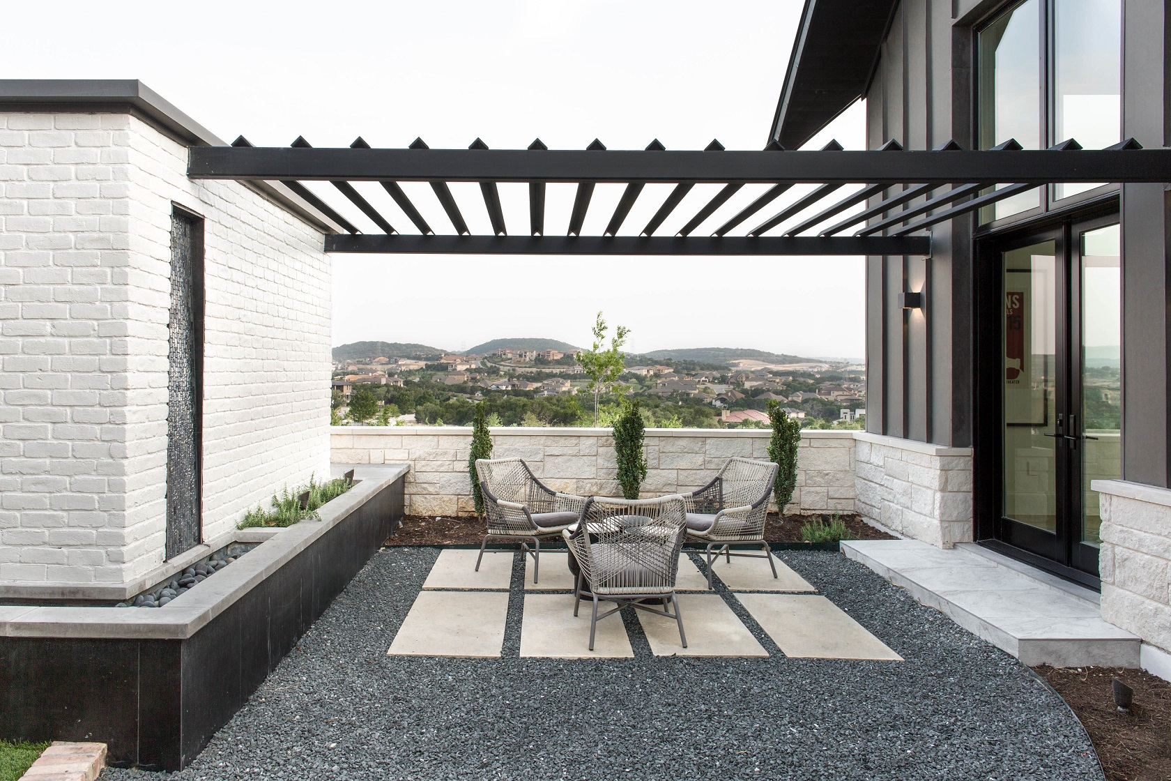 Peninsula Residence - outside seating