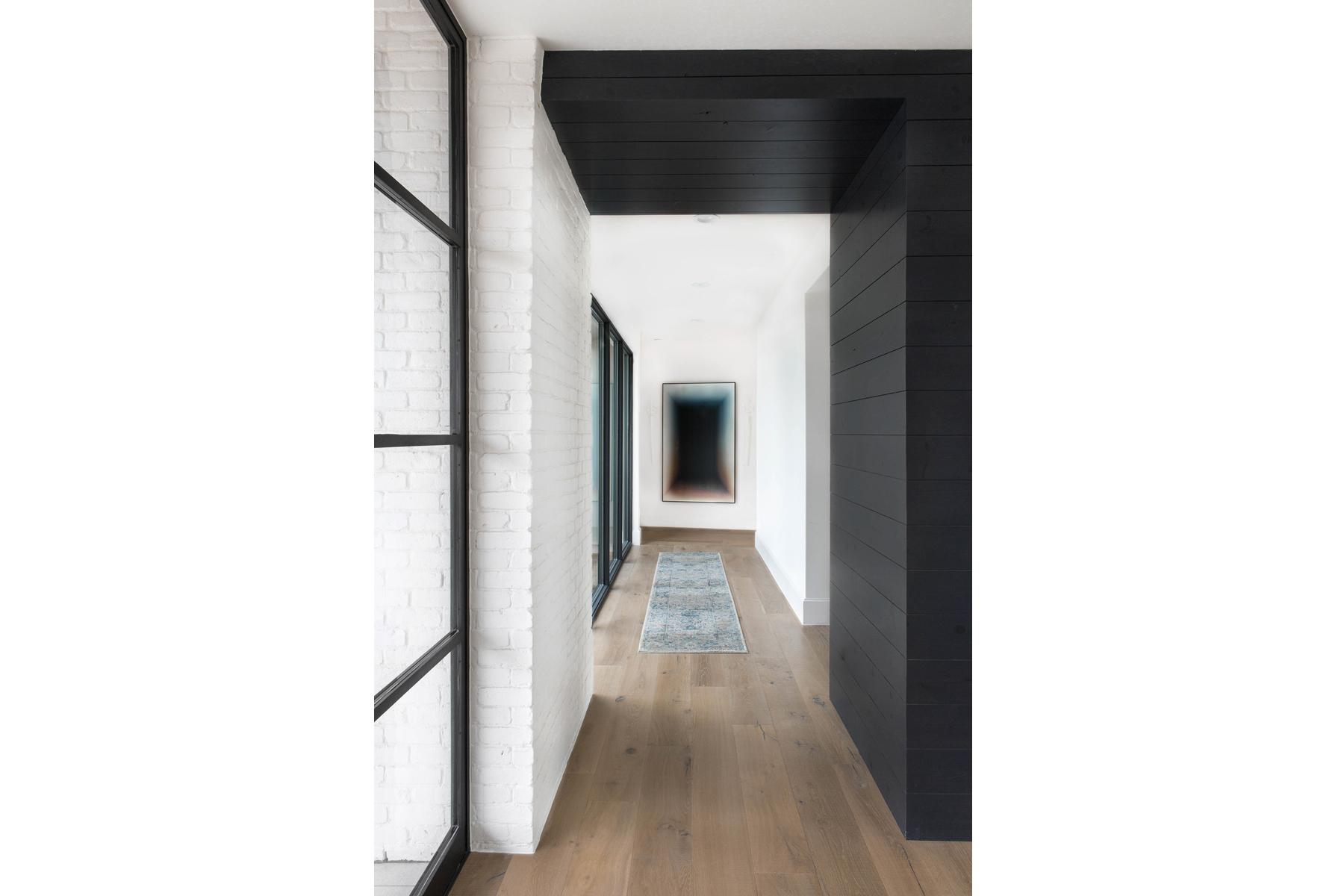 Peninsula Residence - hallway view