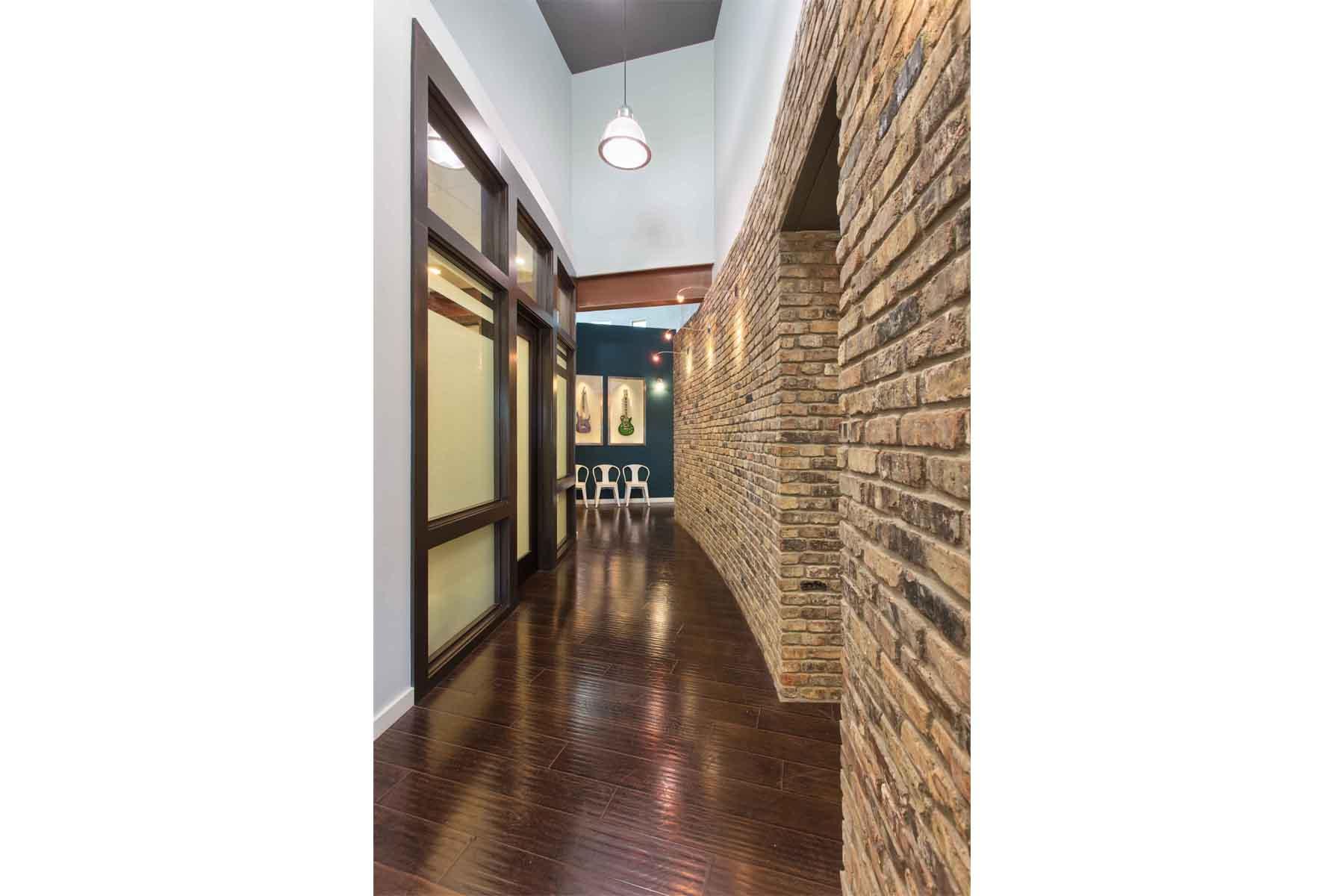 moody-orthodontics-hallway