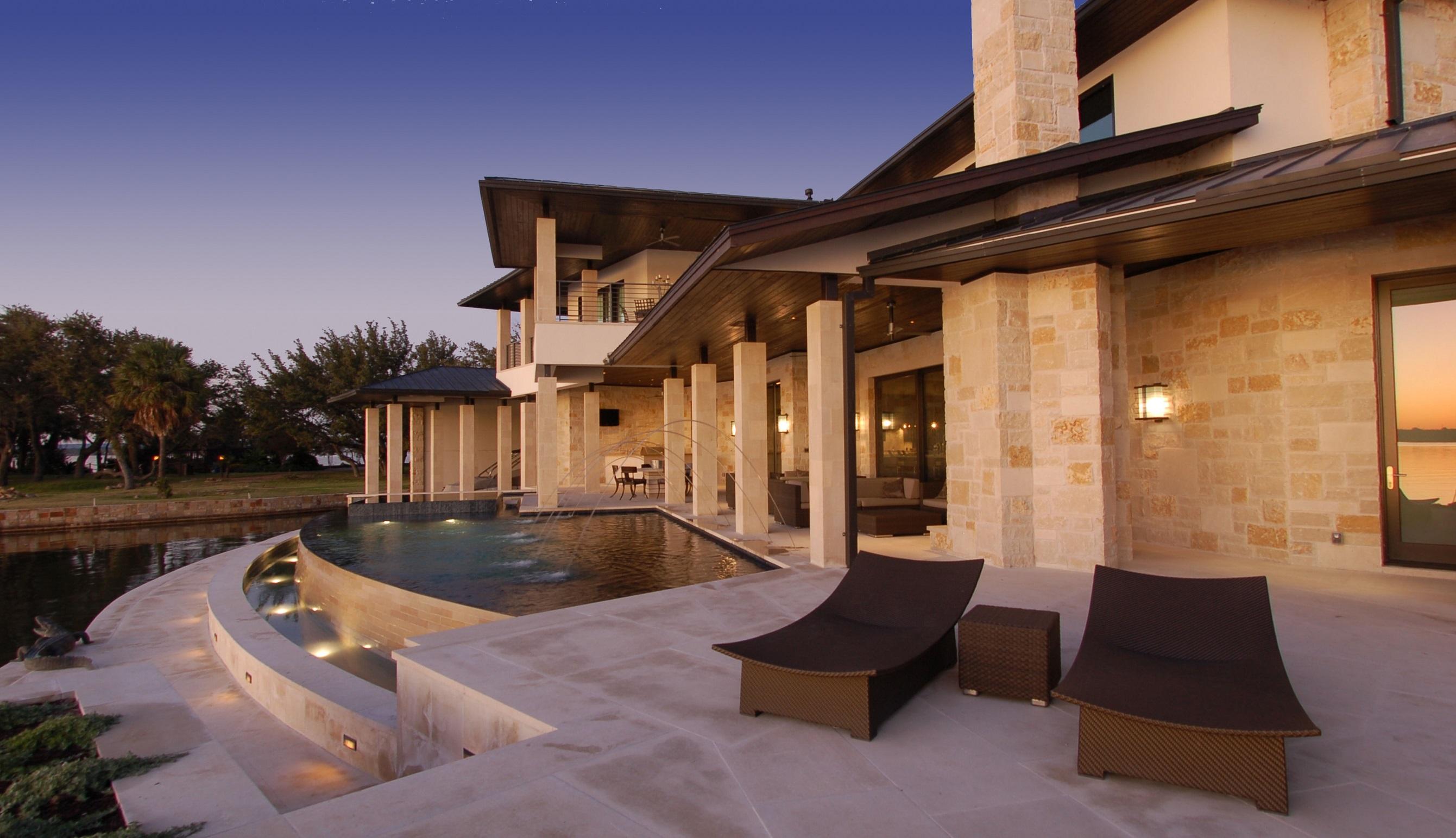 horseshoe-bay-back-pool