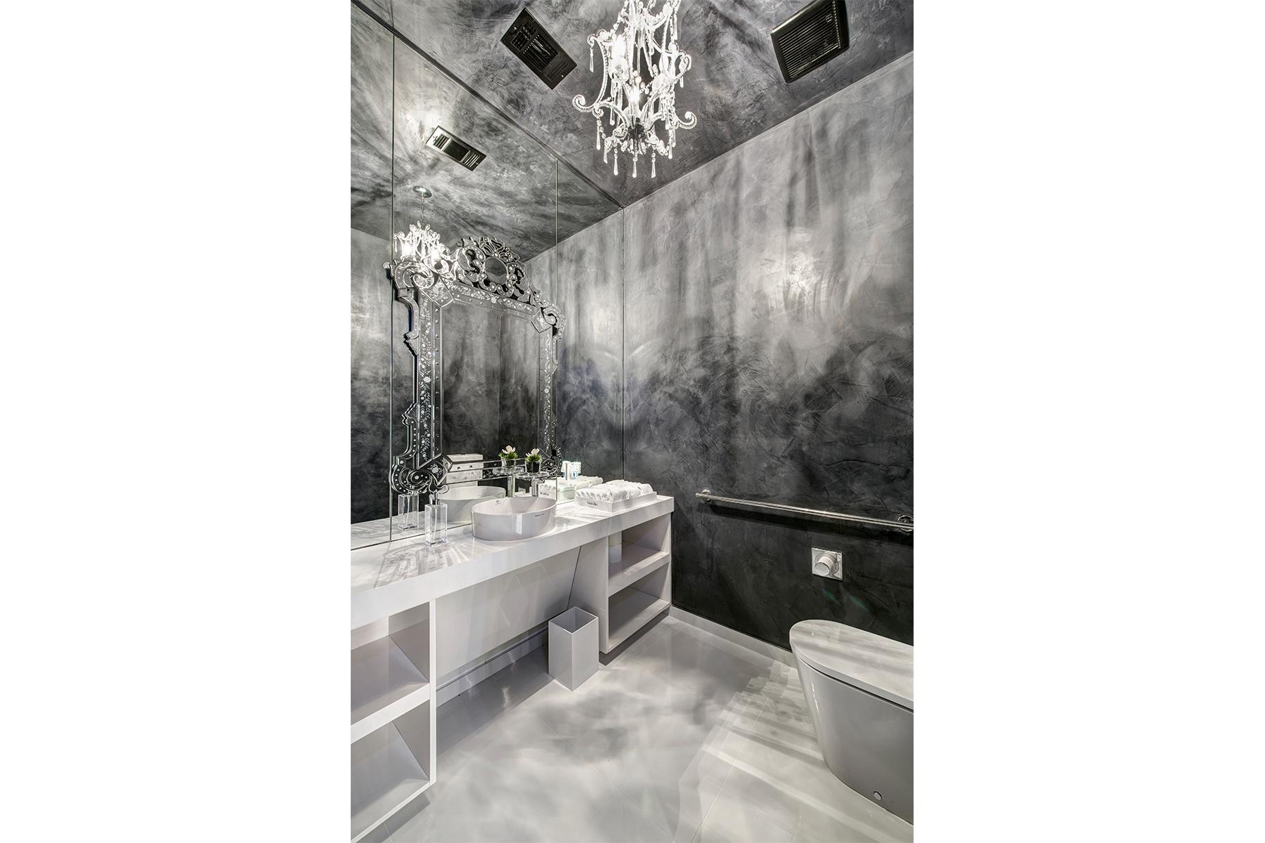 Attitudes Paris Bathroom
