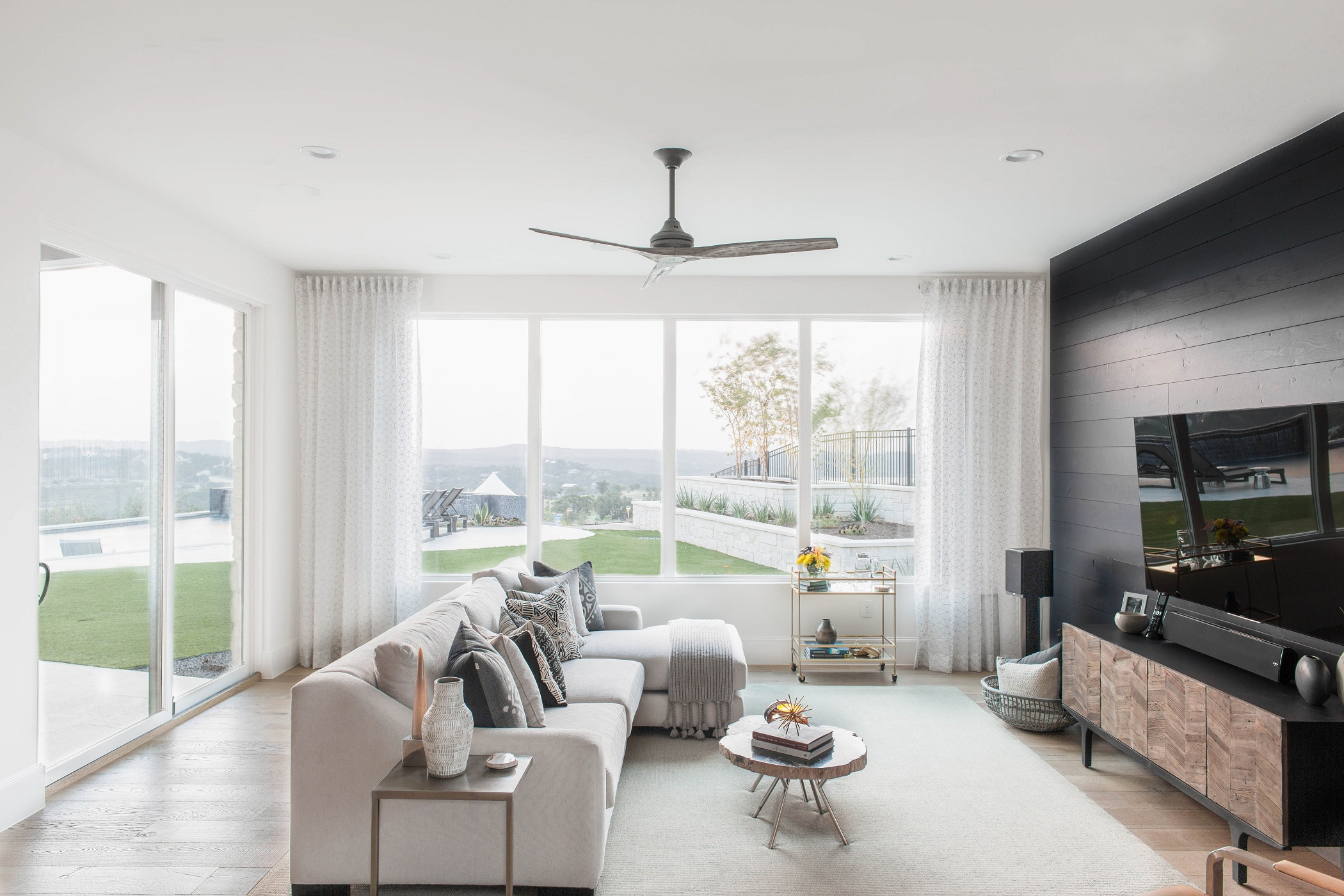 Peninsula Residence - family room