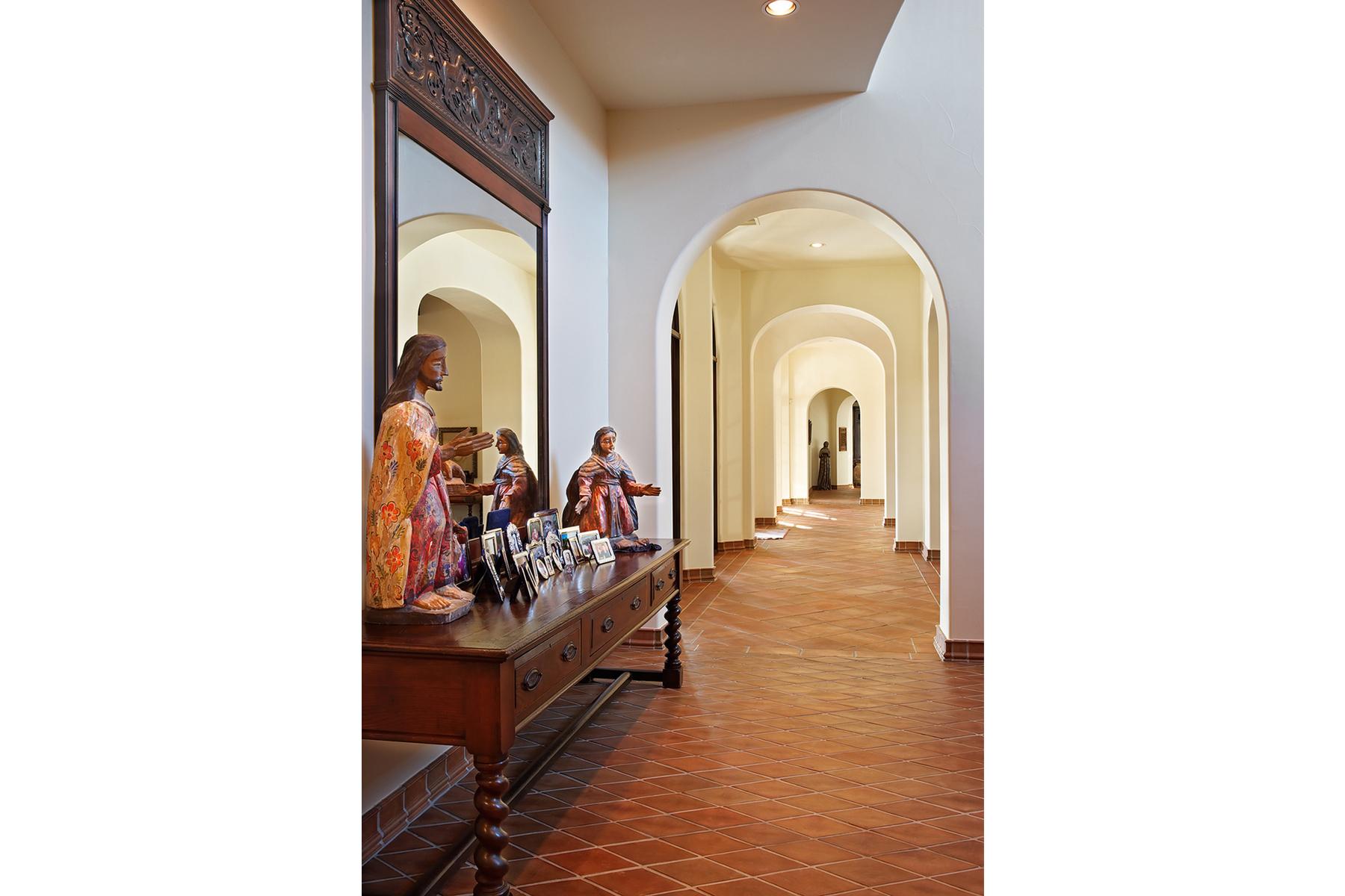 19 4400 ISLAND COVEI hallway
