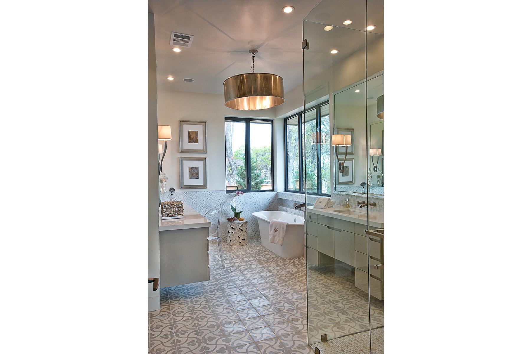 CatMountain-master-bathroom