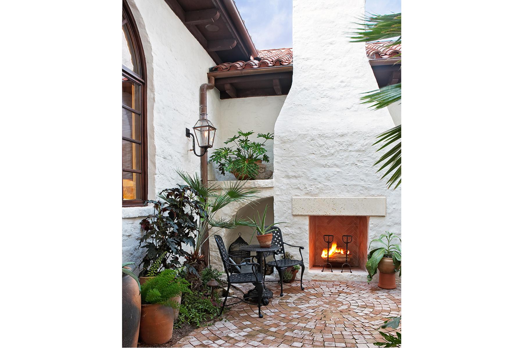 22 4400 ISLAND COVE front patio righ