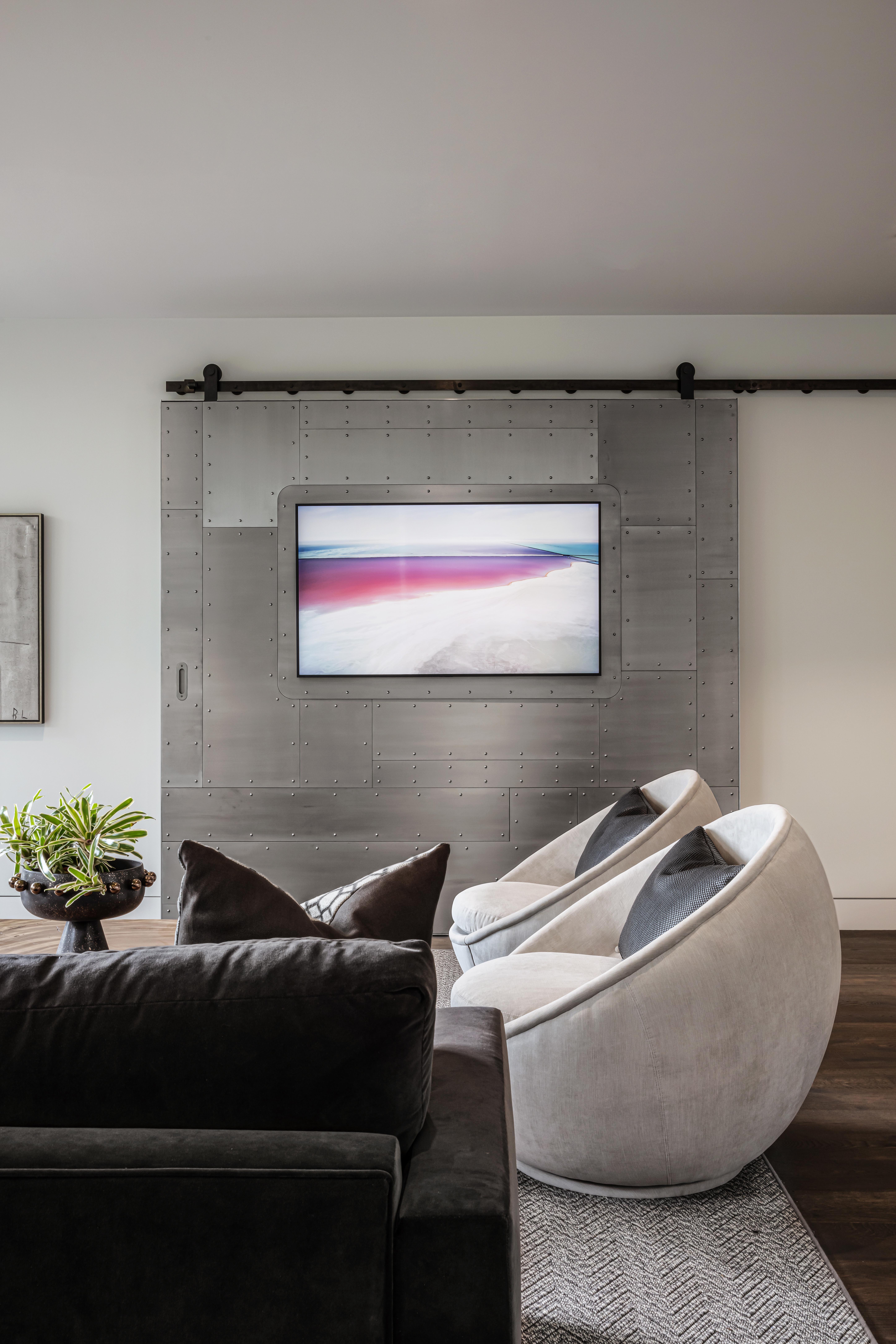 Blue Grass Lounge TV