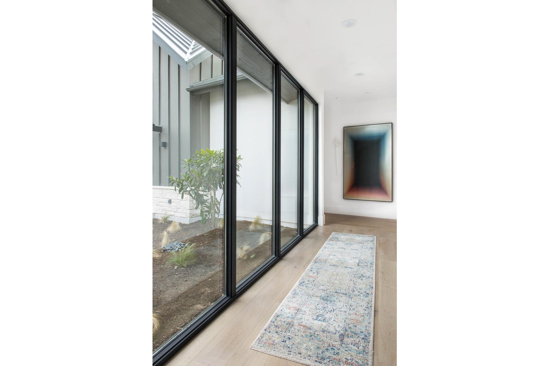 Peninsula Residence - hallway