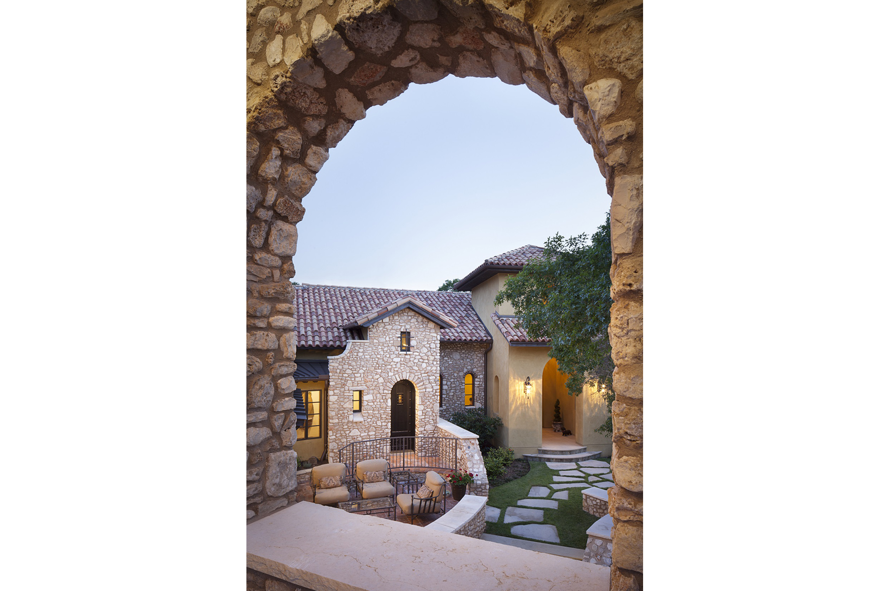 La Corte di Petra Courtyard Arch