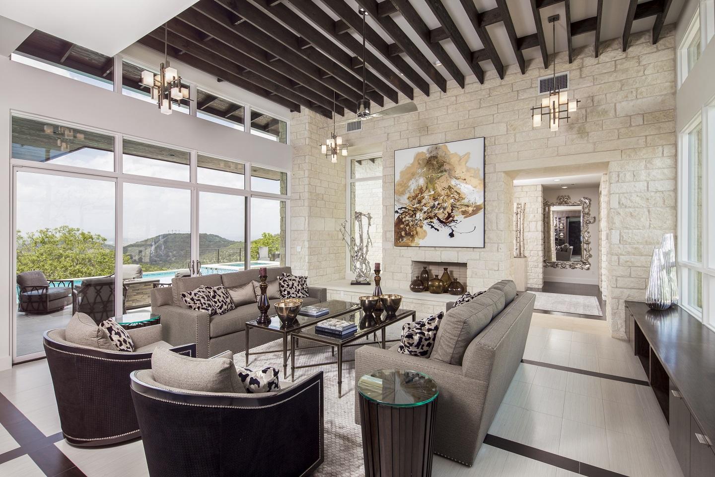serene-hills-family-room