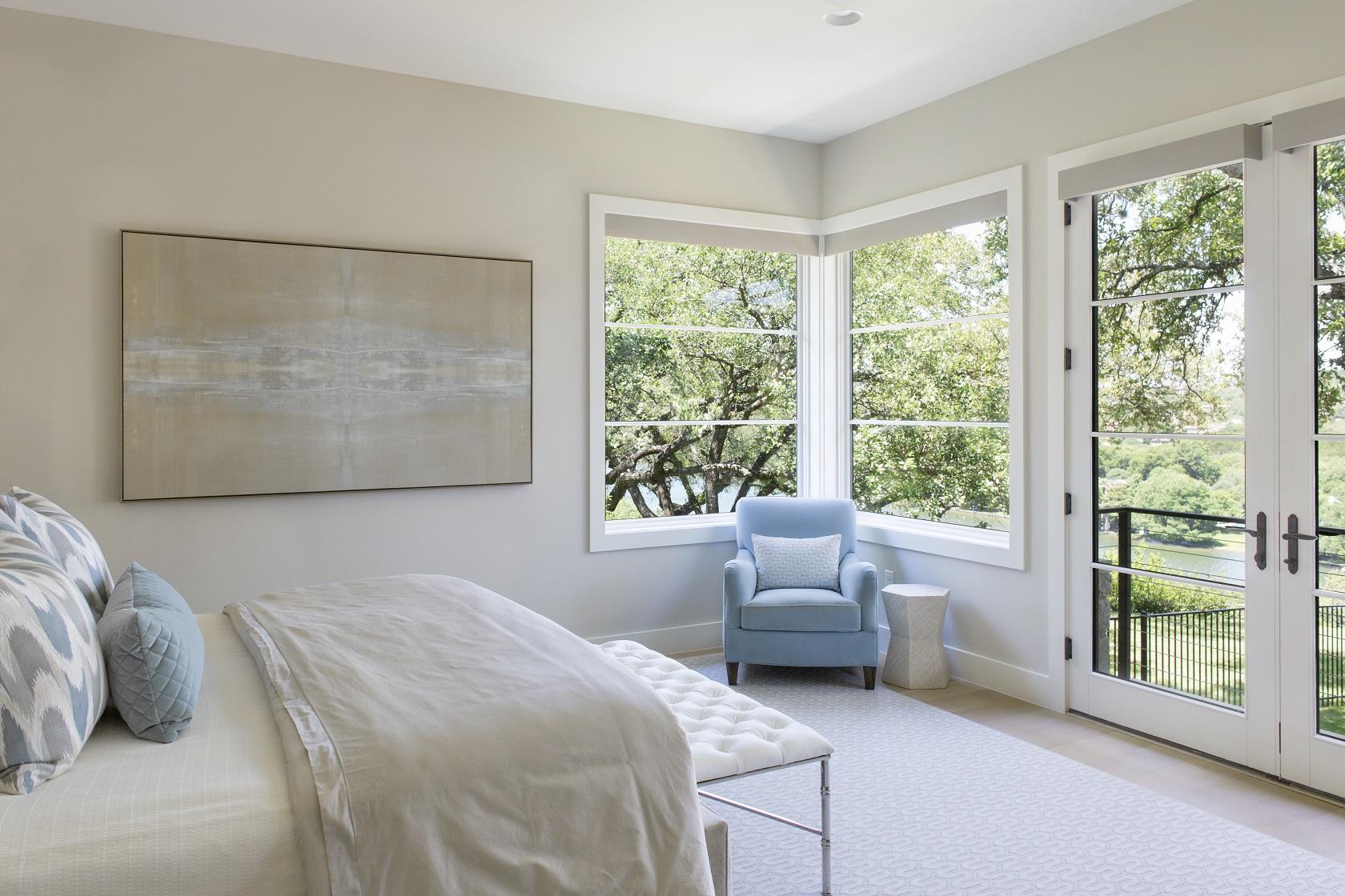 lake-austin-residence-master-bed-sitting