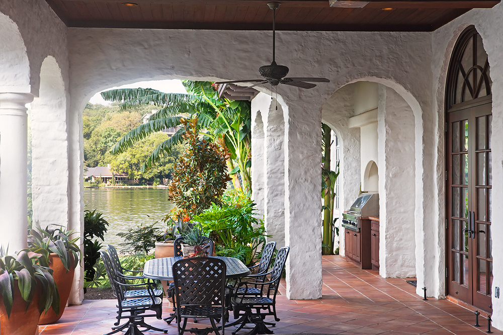 08 4400 ISLAND COVE patio day