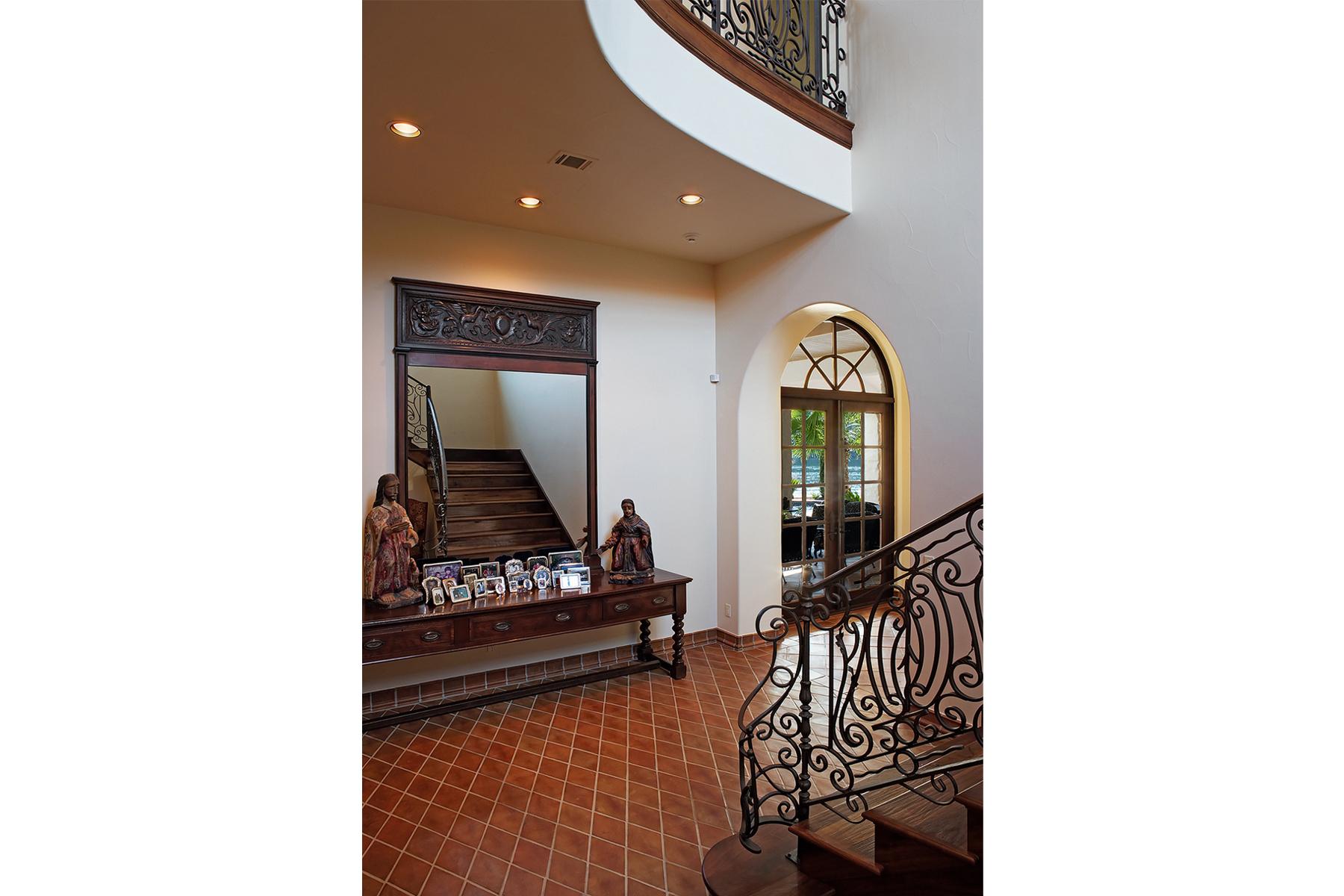 20 4400 ISLAND COVE stairs2