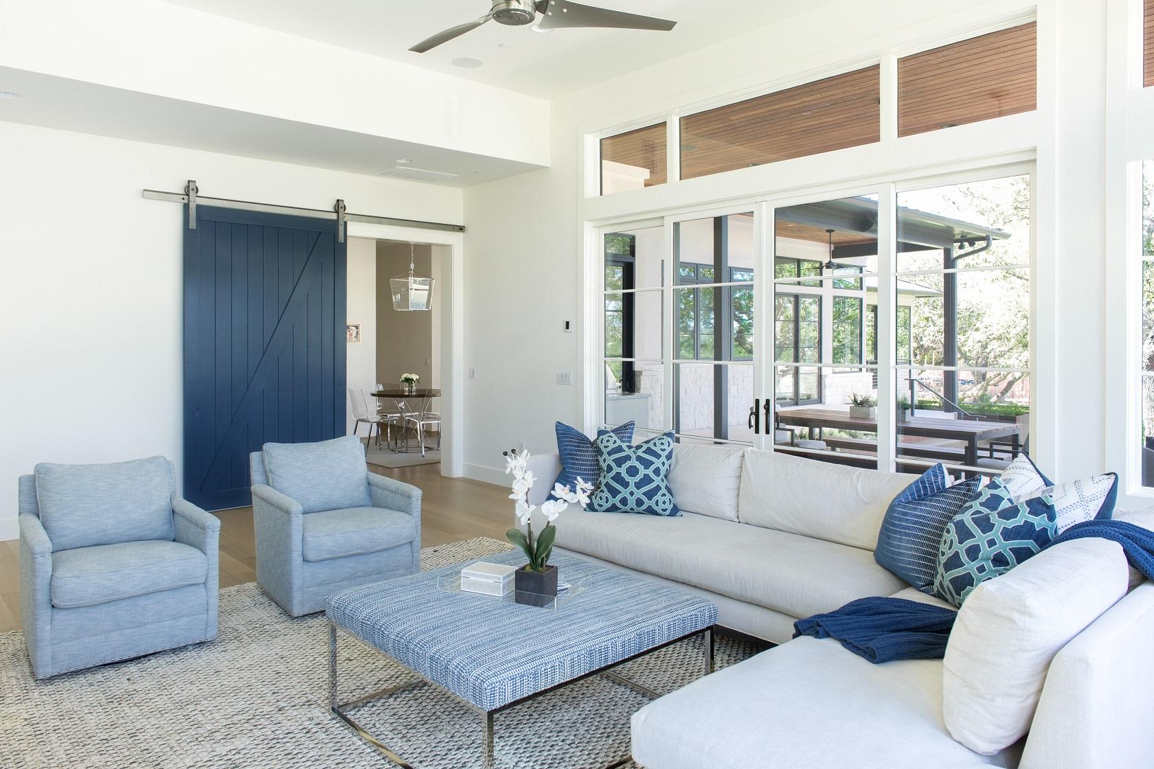 lake-austin-residence-living-room