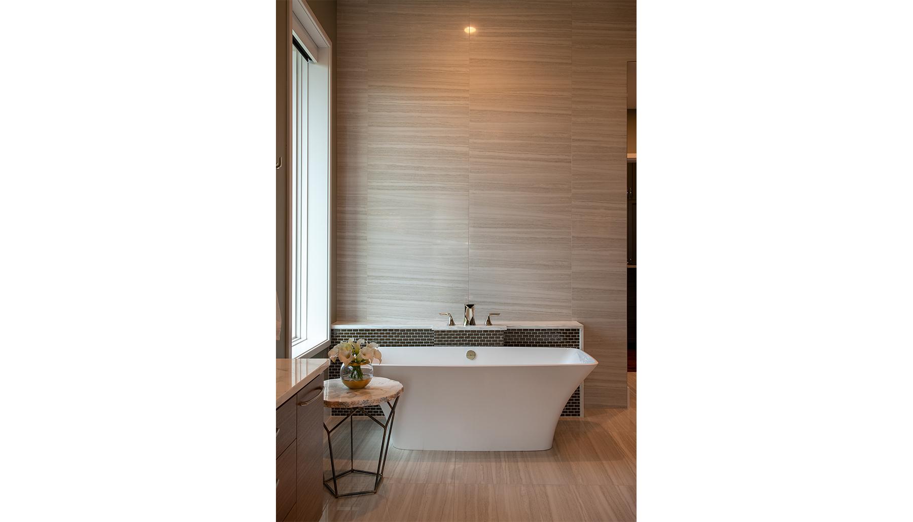 Amarra Master Bathtub