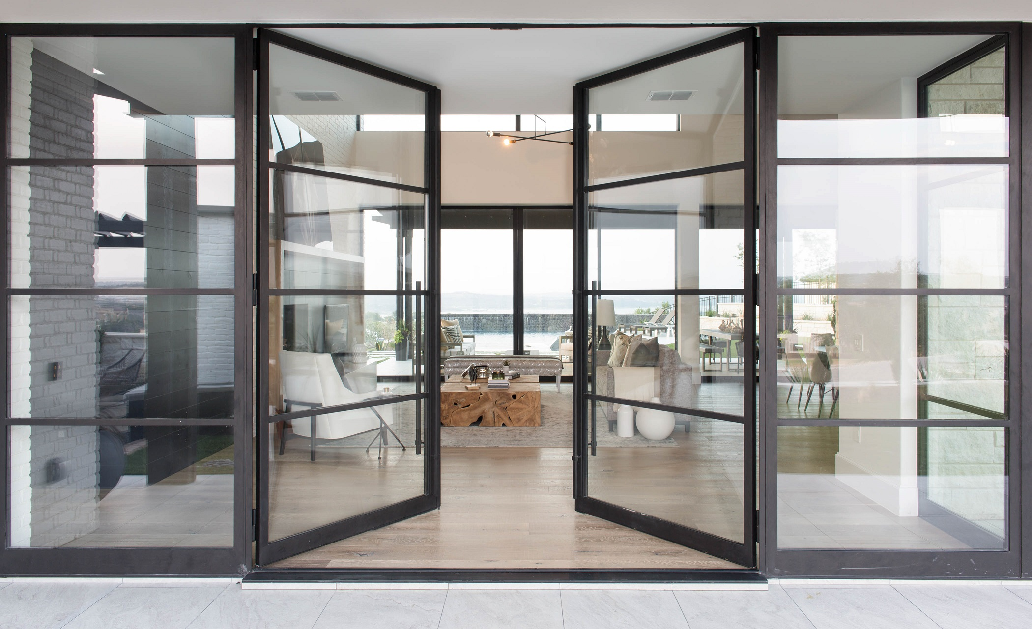 Peninsula Residence - glass-doors