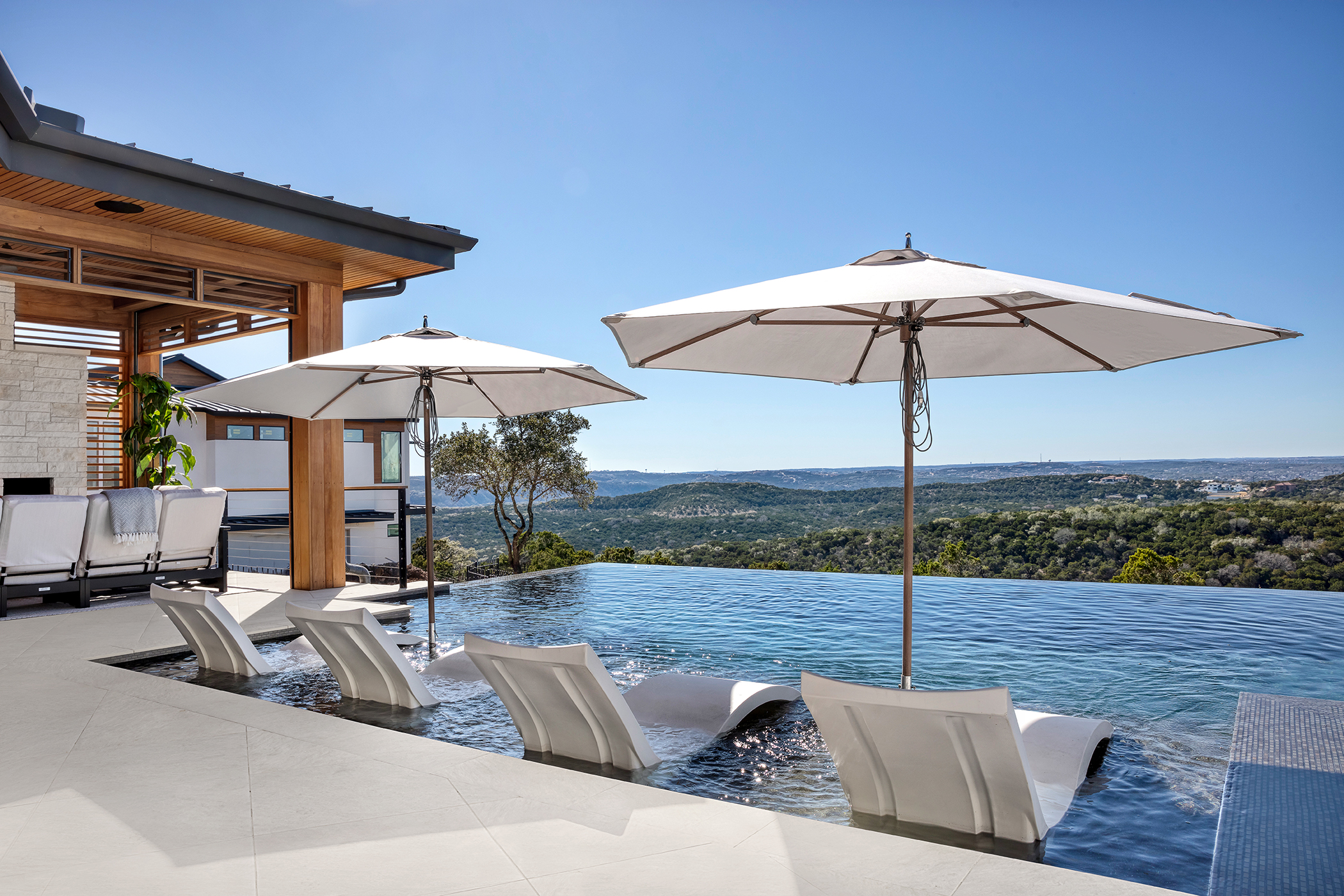 Two Coves Pool Lounge