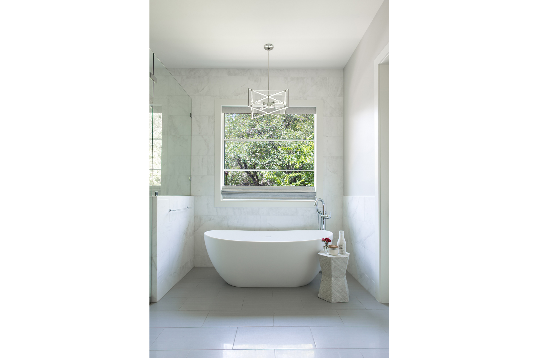 lake-austin-residence-master-bath-tu